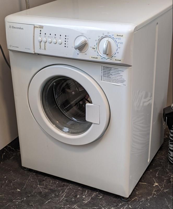 Tvättmaskin i badrummet
